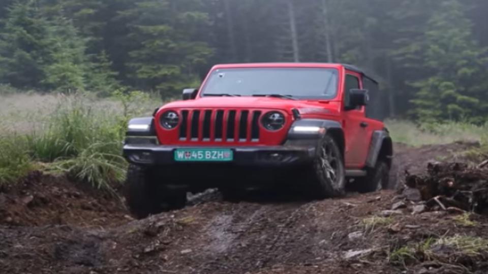jeep wrangler offroading