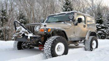 jeep wrangler in snow