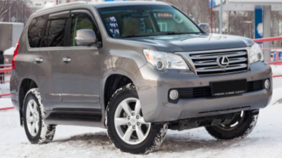 parked lexus gx 460