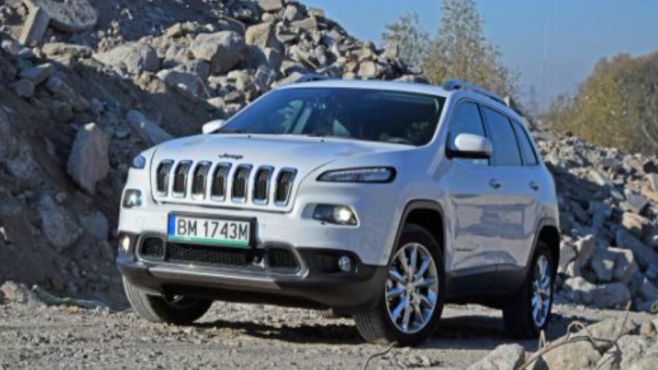 jeep cherokee on rough road