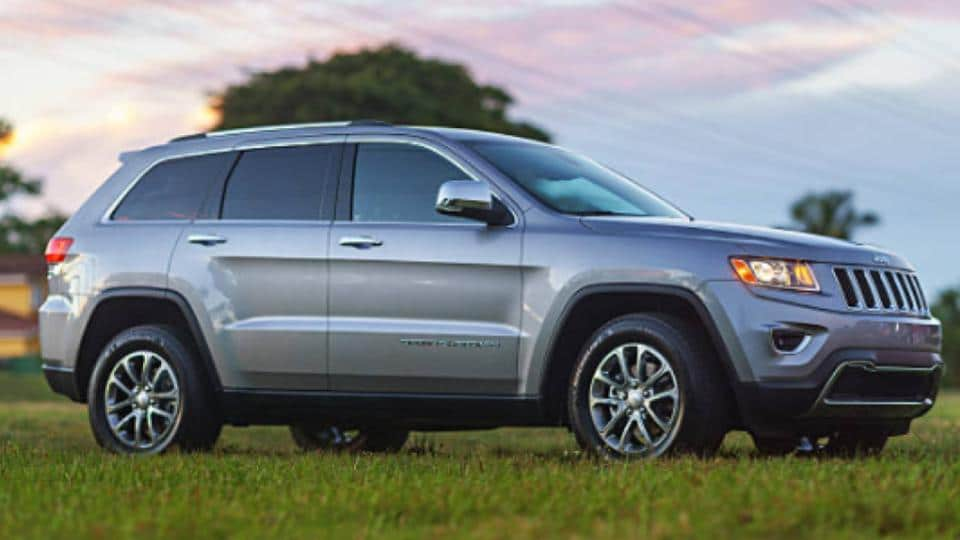 jeep grand cherokee on the grass